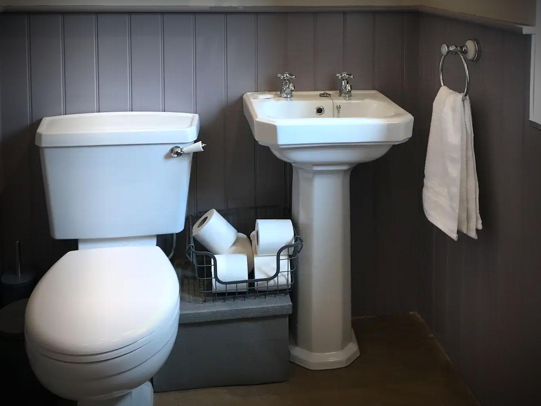 Bathroom at Yarlington Dairy